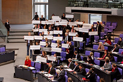 Aktion Schilder im Plenum   by DIE LINKE. Sachsen