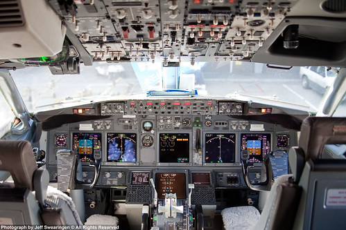 737 737800 n3742c decluttr 737800cockpit
