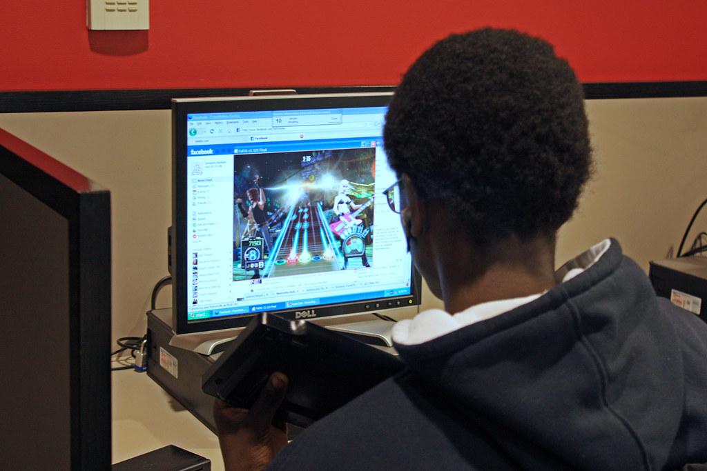 Teen Corner gaming | Teens get social online in the Teen Cor… | Flickr