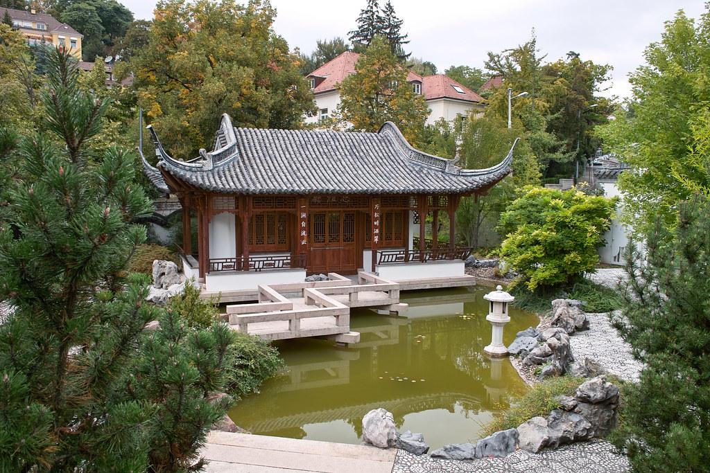 Chinesischer Garten In Stuttgart Pavillon Im Chinesischen Flickr