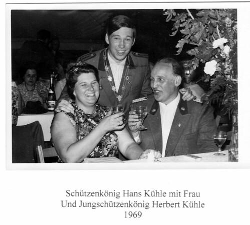 1969, Schützenkönigspaar Christine und Hans Kühle mit Jungschützenkönig Herbert Kühle, SW111 | by Sebastianer