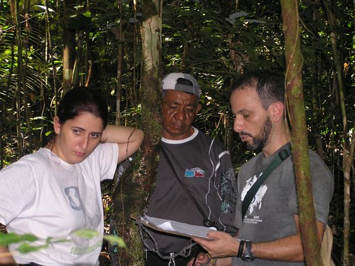 Mon, 06/05/2006 - 19:13 - Alexandre Oliveira (Plot Leader, right) checking field data. Credit: CTFS