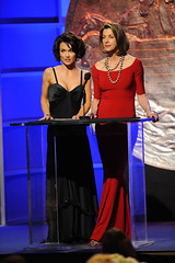 Nip/Tuck's Kelly Carlson and Hot in Cleveland's Wendie Malick co-presented the News Feature award