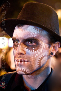 DSC00578 - Man with Stencil Airbrush Skull Makeup - Dia de los Muertos - Halloween (San Francisco) | by loupiote (Old Skool) pro