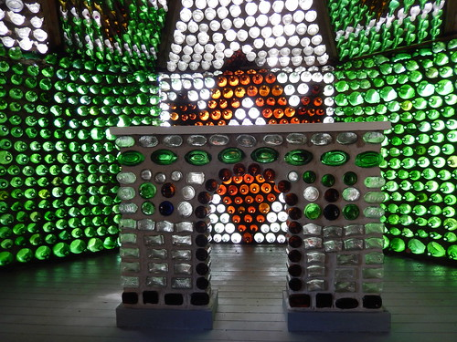 Cap-Egmont - bottle houses - 1
