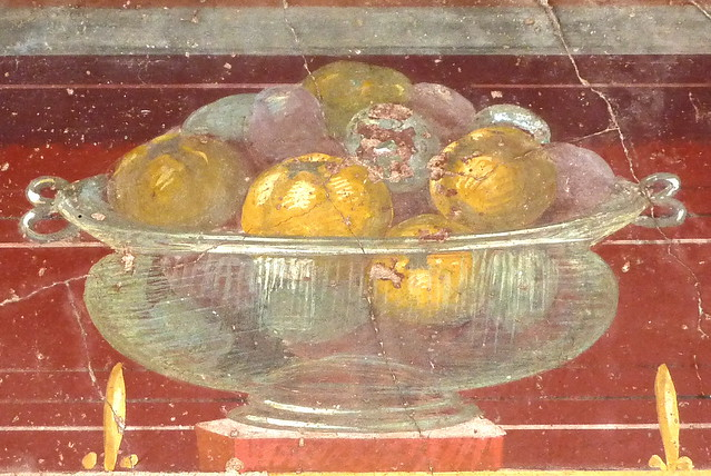 Oplontis: Roman glass (!) bowl with fruits
