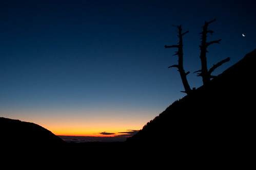 moon sunrise catalonia catalunya pirineos pirineus orto ulldeter otger
