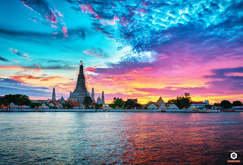 nikon tamron tamron1530 d7200 bangkok thailand travel watarun arun sunset sun sky blue orange fire colorful landscape nature water pier outdoor tample wat history sites flickr explore seascape handheld colorsofsky purple red horizon