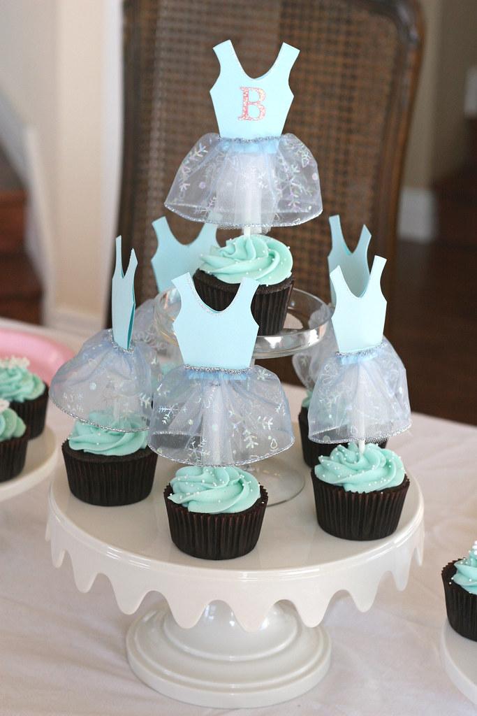Snowflake Ballerina Birthday | Snowflake ballerina cupcakes