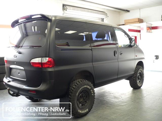 kfz-vollverklebung-Hyundai Starex-carwrapping-foliencenter-folie statt lack-mattschwarz-auto bekleben_008