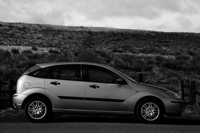2004 Ford Focus on B6345 profile monochrome