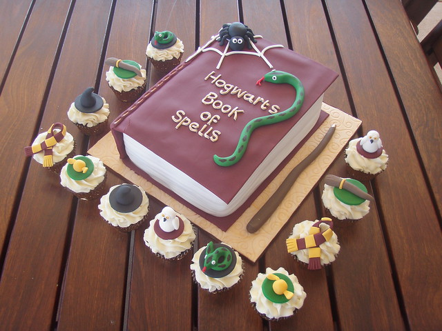Mossy's masterpiece - Harry Potter cake & cupcakes