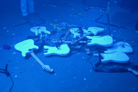 Multi_11_07> Cadu & Galaxi Guitar Hero + Cila MacDowell