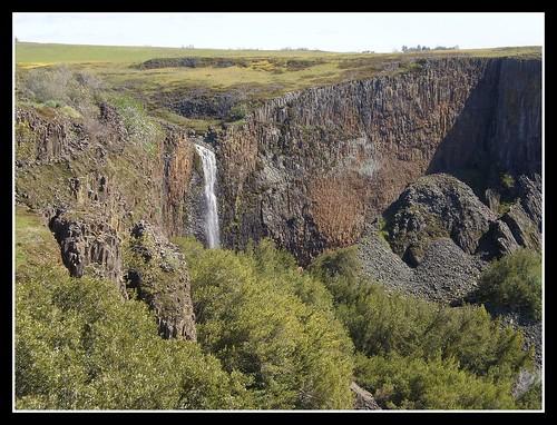flagfalls flagcanyon waterfall northtablemountain tablemountain buttecounty oroville northerncalifornia california nature outdoor