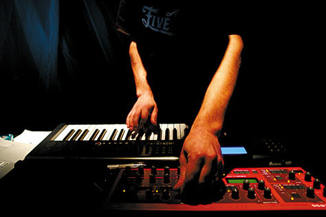 Multi_13_06> Miri Félix + Armelle Blary + DJ Claudio Di Zefalo