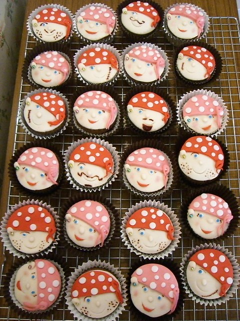 Pirate Girls and Boys Cupcakes