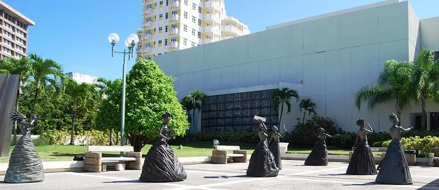 7 de las 9 Musas Marchando al Centro de Bellas Artes de Puerto Rico