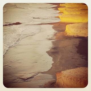 Necesario como las caricias de la arena en verano... embriagador como el olor del salitre en otoño... inprenscindible como los rayos de sol  en invierno... cautivador como el color de la primavera...   by Pedro Baez Diaz @pedrobaezdiaz