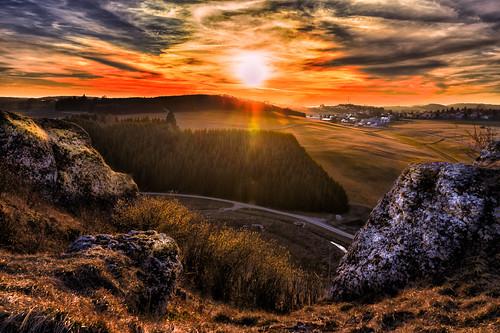 clouds forest landscape golden rocks sonnenuntergang hour viewpoint landschaft wald golfplatz aussichtspunkt goldene schwäbischealb stunde undingen kalkstein sonnenbühl