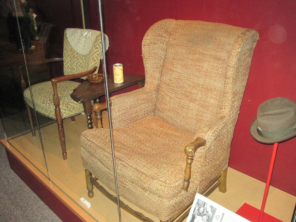 Archie Bunker S Chair They Keep Archie Bunker S Chair Seal