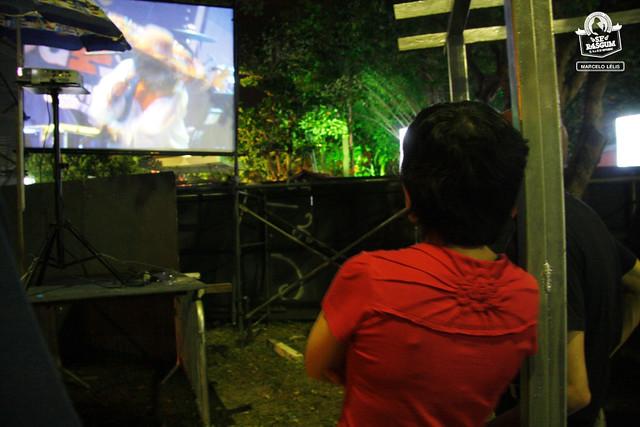 Fernanda assistindo Pinduca