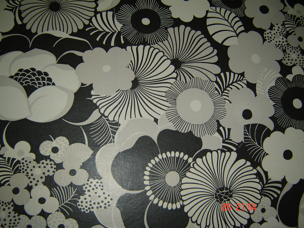 Floral Wallpaper 70s Style Floral Wallpaper In A Retro Com Flickr