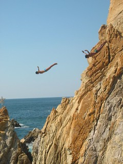 In Acapulco - Cliffdivers | by raveller