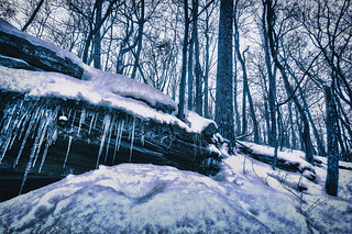 An Icy Ledge II, 2017.01.01