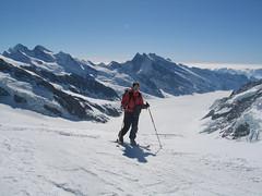 """Pod námi je ledovec Jungfraufirn, který se na křižovatce zvané Konkordiaplatz stéká v """"řeku"""" jménem Aletschgletscher."""