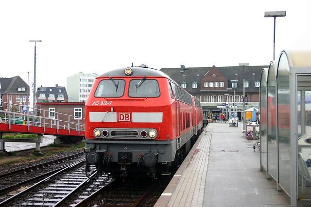 DB: 215 912-7 und 215 913-5 in Westerland/Sylt
