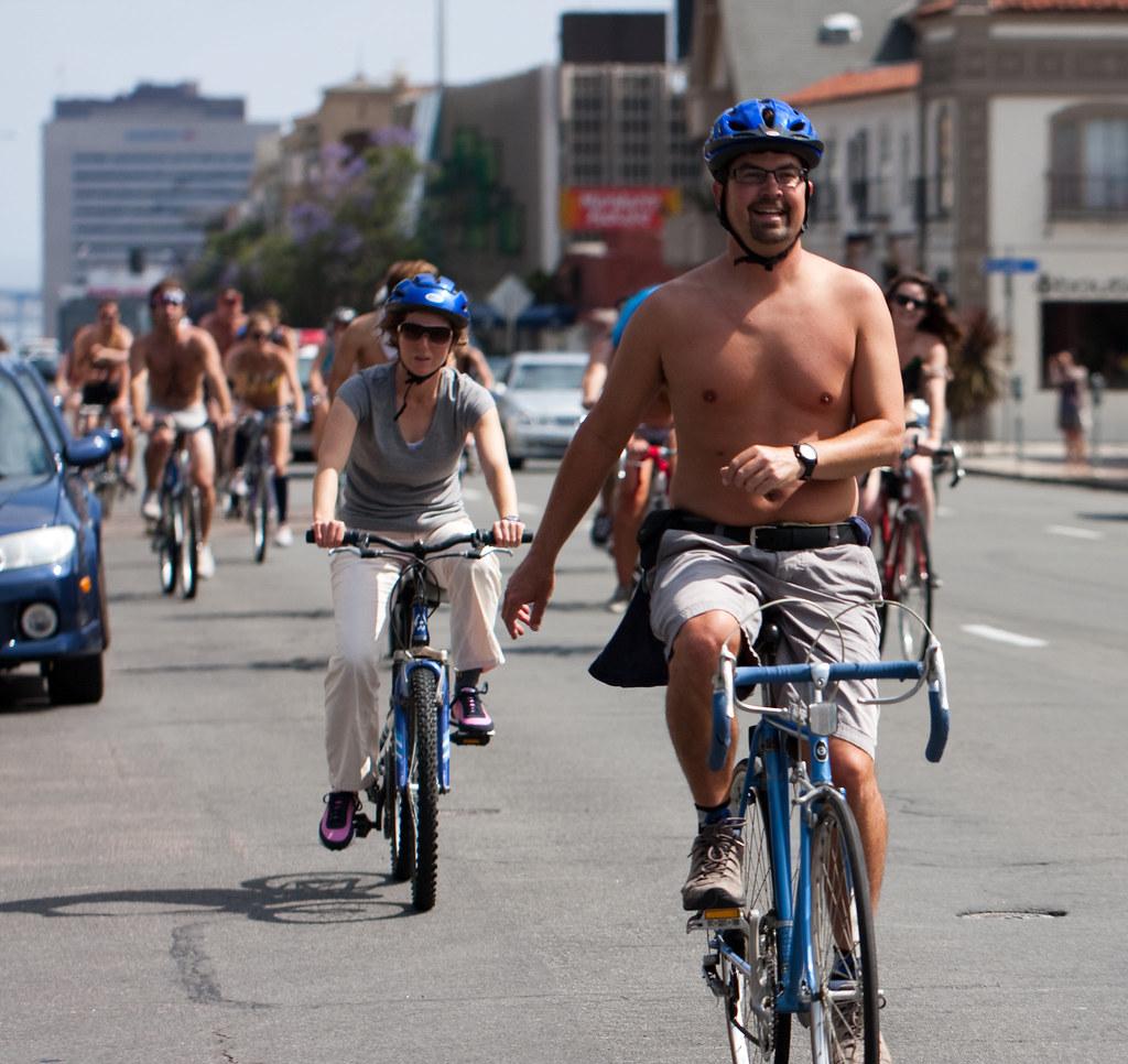 body freedom naked bike ride in london 2011 - YouTube