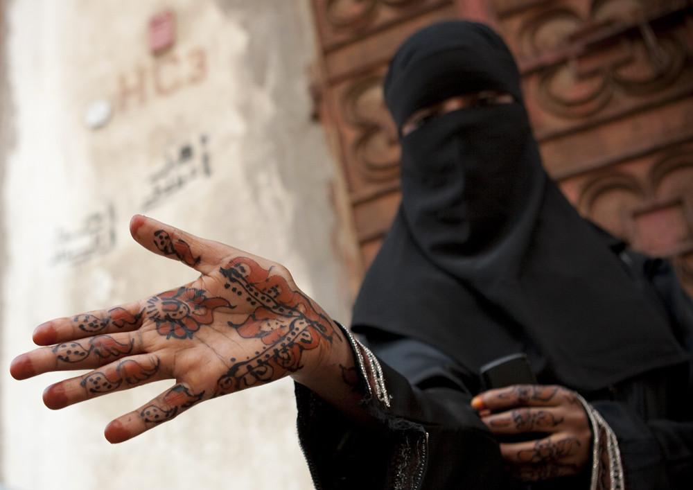 Saudi Arabia - Jeddah somali girl with henna on hands