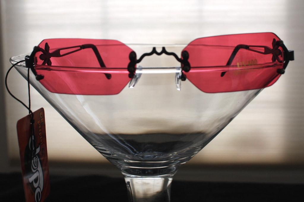 cef323fd7a7a4 ... GOTHIC GLASSES VAMPIRE SUNGLASSES ~ Rimless Costume Accessory ~ROSE RED