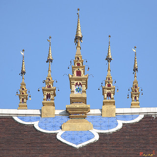 Wat Montien Phra Ubosot Roof Apex (DTHCM0528) วัดมณ้ฑียร เอเพ็กซ์หลังคา พระอุโบสถ   by Gerry Gantt Photography