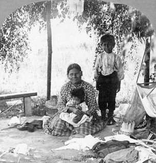 Aboriginal family on Prince Edward Island / Famille autochtone à l'Île-du-Prince-Édouard