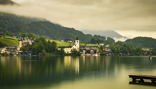 stwolfgang austria lake mere see wolfgangsee town village jetty reflection