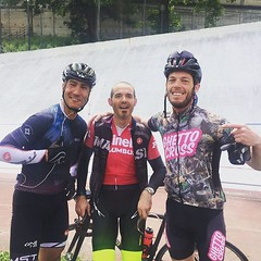 Those great guys share with me 150km of no stop pedaling between #Torino and #Milano. It was amazing! Fastest #milanotorino ever for me and fastest overall for the great rider @eirene2008 ! #cinelli on top! #mito2017 #fixedgear #fixedforum pic by my love