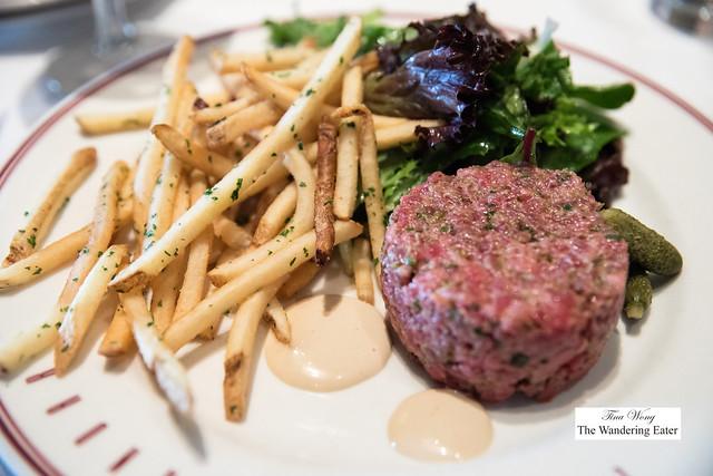 Steak tartare with frites, grande size
