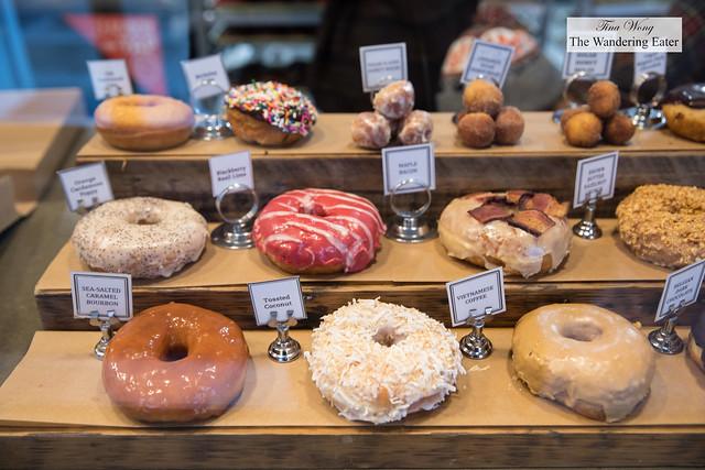 Partial doughnut display
