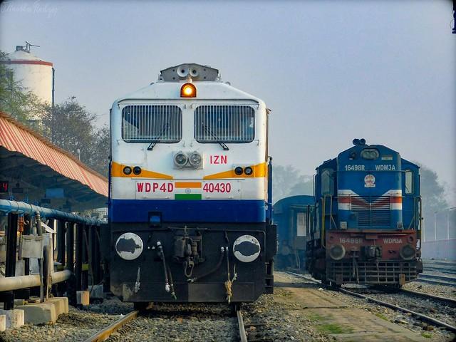 IZN WDP-4D #40430 & GD WDM-3A #16498-R - Indian Railways !!!