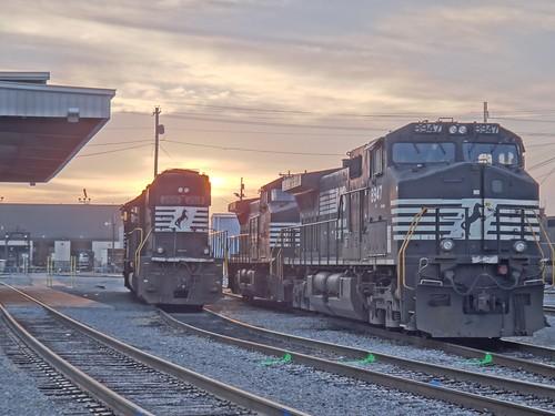 sunrise roanoke locomotive norfolksouthern