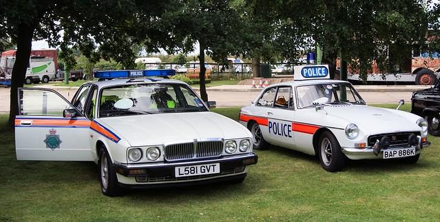 L581 GVT  1993  Jaguar  XJ6  4.0  P.S.  (Police  Special)  +  BAP 886K  1971  MG-B  GT