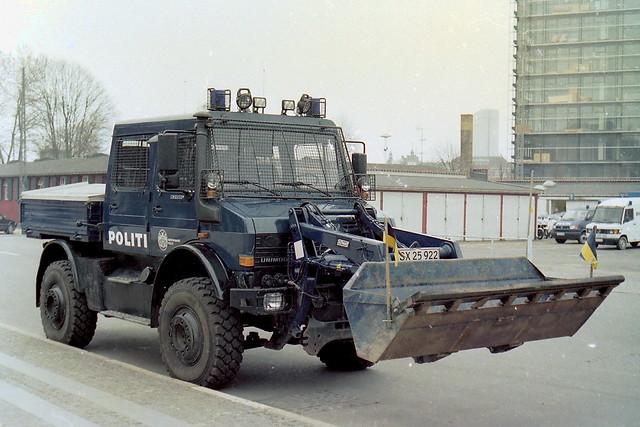 Copenhagen Police Riot Squad 1998 Mercedes Unimog SX25922