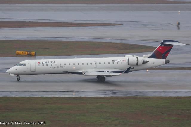 N614QX - 2002 build Bombardier CRJ700, arriving on Runway 08L at a saturated Atlanta