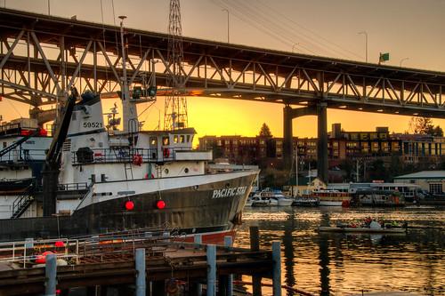 seattle washington seattlewashington sunrise portage bay interstate 5 bridge boat water i5 bridgesunrise portagebay i5express