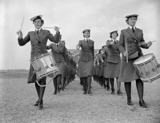 Drummers Joan McMaster and Lorraine McAuley leading a parade of Women's Royal Canadian Naval Service... / Les joueuses de tambour Joan McMaster et Lorraine McAuley menant un défilé du personnel du Service féminin de la Marine royale du Canada...