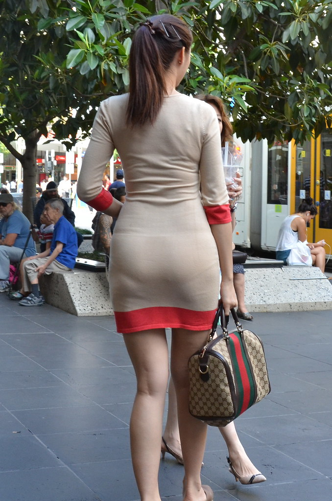 blowjob-candid-asian-miniskirt-street-creepshot-curvy