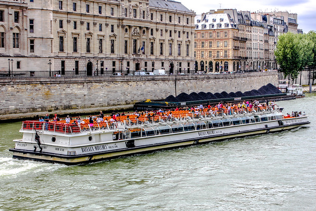 Bateaux Mouches, una de las excursiones en París imprescindibles