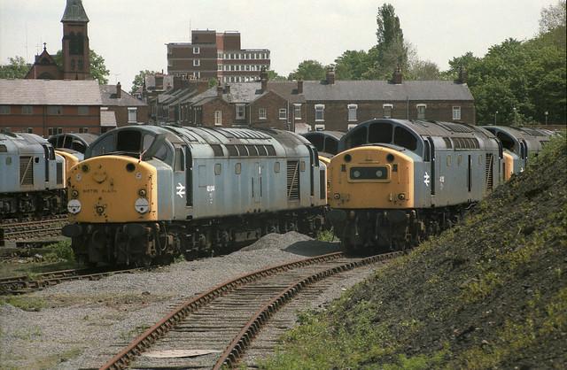 0019 40044 + 40150 in scrap line Crewe Works