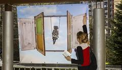 La concejala Beatriz Gámiz ha destapado el mural realizado por Natalia Arrieta y Rosa Basoa.